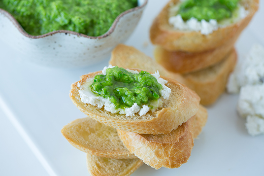 pea-pesto-crostini-tablefortwoblog-9